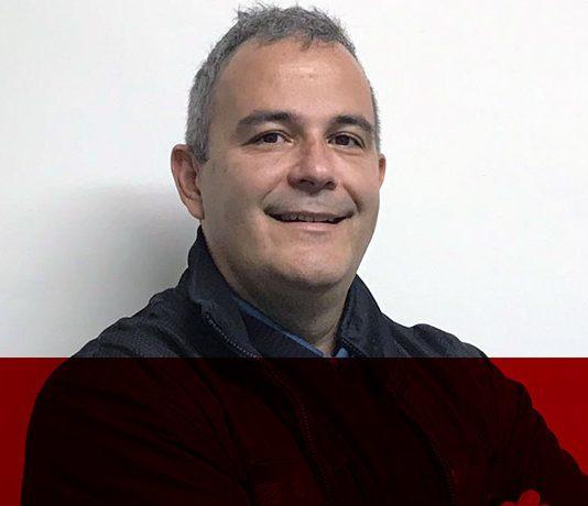 Marcos Abellón, criador da AnnA, plataforma que conecta pessoas a sistemas por meio do WhatsApp, Telegram e Messenger